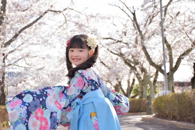 卒業式の女子袴は小学生も可愛い!選ぶポイントは?